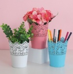 multi-color office supplies metal hollow pen holder with metal flower edge